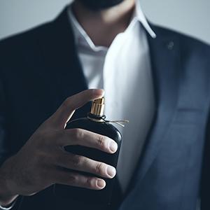 پرونده: ۹ عطر پیشنهادی دیداد برای آقایان حقوقی (استایل حقوقی ها)
