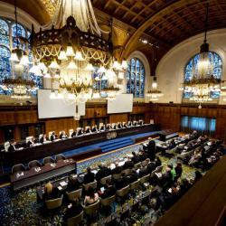 برگزاری جلسات استماع دیوان بین المللی دادگستری به منظور رسیدگی به اعتراض مقدماتی آمریکا به دادخواست ایران در پرونده نقض عهدنامه مودت، روابط اقتصادی و حقوق کنسولی ۱۹۵۵